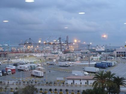 De haven van Algeciras met de Crafter en trailer