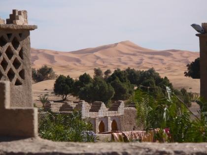 Daken uitzicht op de woestijn, Mourzaga, Marokko