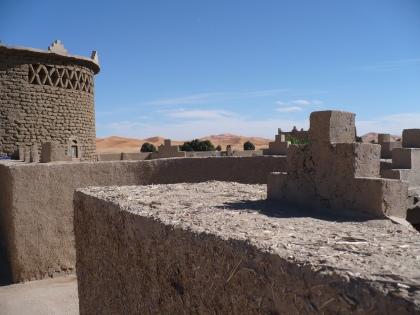 Marokkaanse muurtjes gemaakt met stro, alsof het al 4.000 jaar zo gedaan wordt