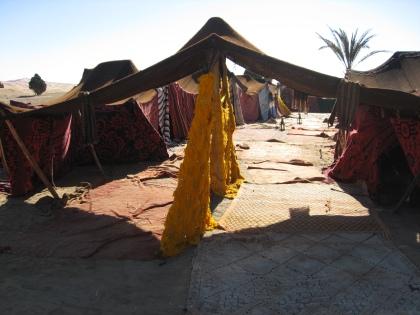 Tentenkamp in de woestijn van Marokko